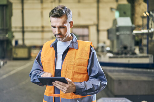 Man using tablet in factory - BSZF00603