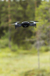 Flying drone with camera - KKAF02145