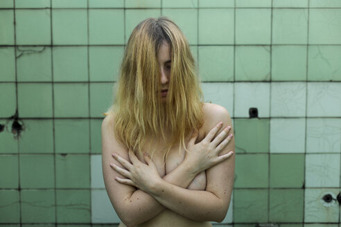Nude woman showing emotions in bathroom, feminism, abuse and violence against women - FMGF00003