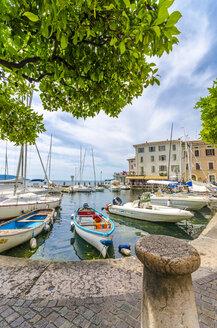Italy, Lombardy, Gargano, Lake Garda, Harbour - MHF00482