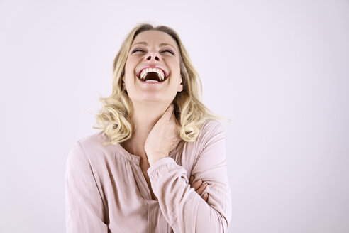 Portrait of laughing blond woman leaning back - PDF01792