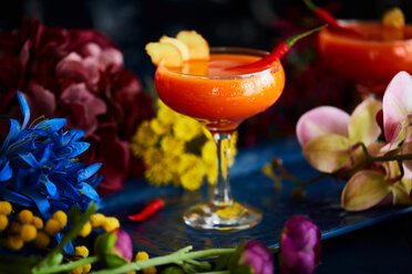 Cocktails spiced up with red chilli and ginger slices - CUF44786