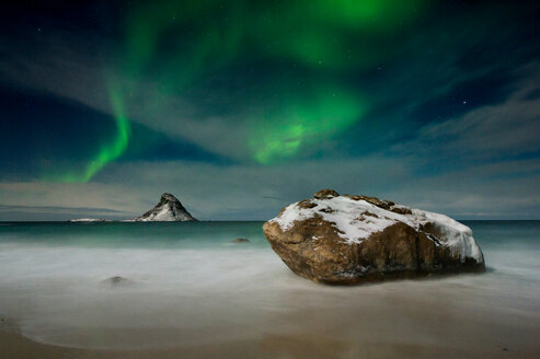 Northern lights over Puffin Island, Andenes, Nordland, Norway - CUF44813