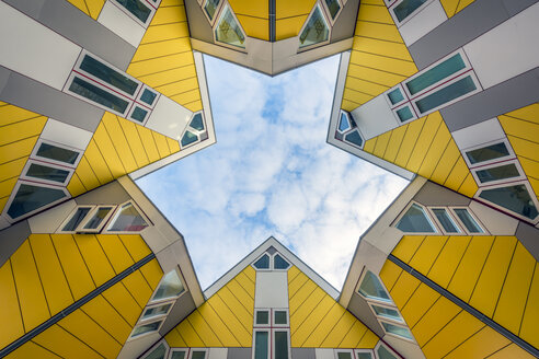 Netherlands, Holland, Rotterdam, Cube house, worm's eye view - RPS00250