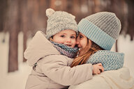 A mother on a winter walk with her daughter - INGF00027