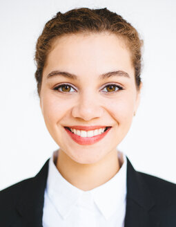Portrait of a smiling business woman looking into the camera - INGF00135