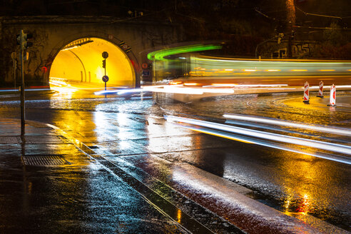 A view of a busy road in the rain - INGF00244