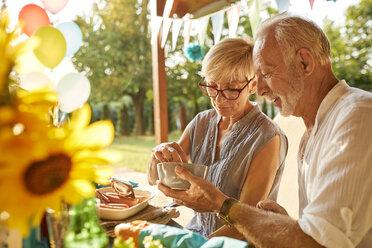 Senior couple on a garden party - ZEDF01635