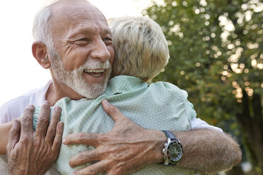 Happy senior couple hugging outdoors - ZEDF01686