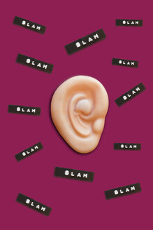 Fake ear and 'blah' comments, 3D Rendering - ERRF00042