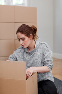 Woman with cardboard box packaging - CUF45680
