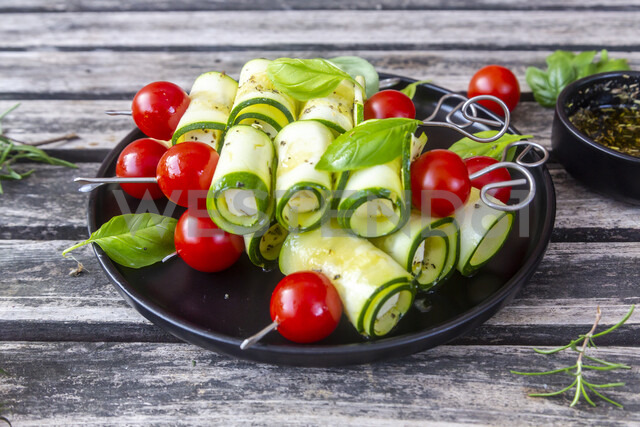 Vegetarian grill skewers, tomato and zucchini slices, rosemary garlic oil - SARF03942