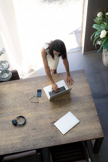 Overhead view of woman using laptop at desk - HHLMF00531