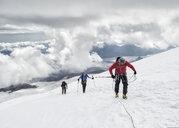 Russia, Upper Baksan Valley, Caucasus, Mountaineers ascending Mount Elbrus - ALRF01286