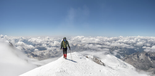 Russia, Upper Baksan Valley, Caucasus, Mountaineer ascending Mount Elbrus - ALRF01298
