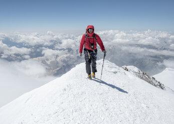 Russia, Upper Baksan Valley, Caucasus, Mountaineer ascending Mount Elbrus - ALRF01301