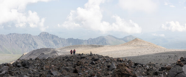 Russia, Caucasus, Mountaineers hiking in Upper Baksan Valley - ALRF01346