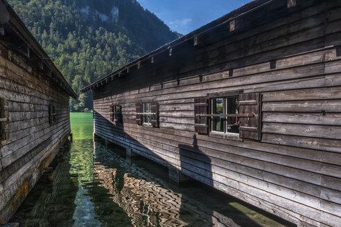 Germany, Upper Bavaria, Boat houses at Lake Koenigssee - HAMF00411