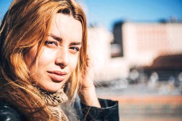 Sensual young woman in sunlight looking at camera - INGF00654