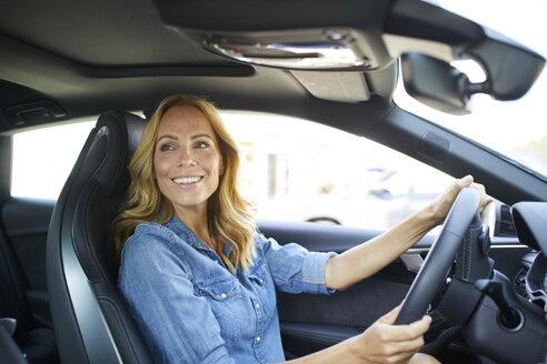 Smiling woman driving car - PNEF01062