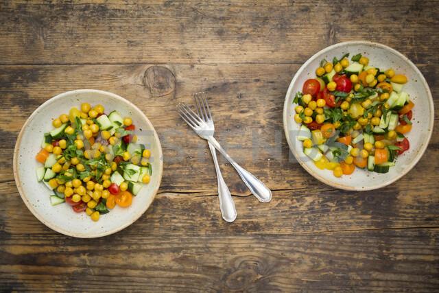 Chick pea salad with curcuma, roasted chick pea, cucumber, tomato and parsley - LVF07470