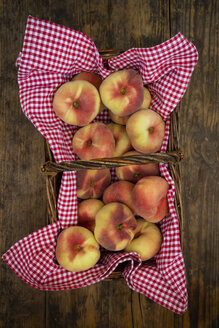 Doughnut peaches in wickerbasket - LVF07473