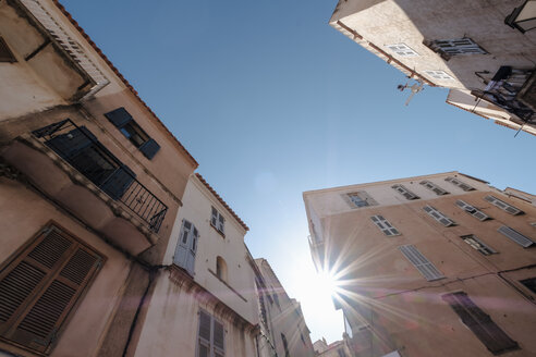 Corsica, alley, houses against the sun - HAMF00472