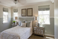 White and grey bedroom - LUXF01384