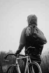 Man holding a bike - INGF03156