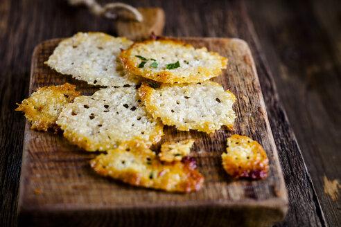 Homemade parmesan crisps - SBDF03795