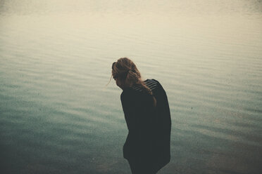 Girl by the water - INGF03330
