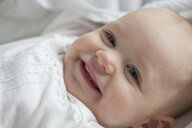 Portrait of smiling baby girl, close-up - JLOF00263