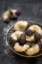Vegan almond crescents in a bowl - CZF00335