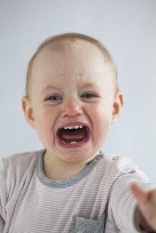 Portrait of screaming baby girl - JLOF00281