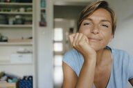 Portrait of smiling woman at home - KNSF05046