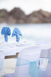 Seychelles, La Digue, Grand Anse, laid table for a wedding - MMAF00695