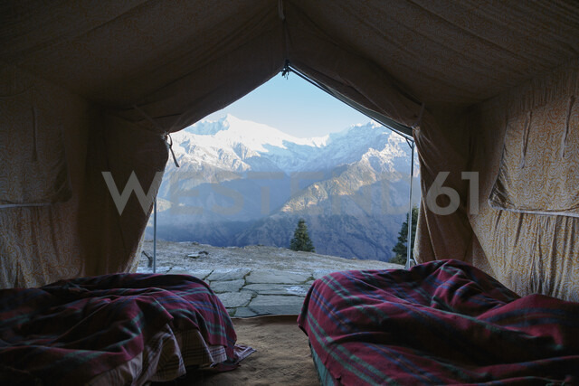 Yurt with scenic mountain view, Jaikuni, Indian Himalayan Foothills - HOXF03948 - Martin Barraud/Westend61