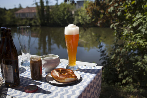 Breakfast with Bavarian veal sausage, wheat beer and pretzls - SBDF03801
