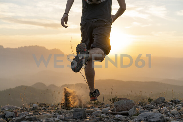 Spain, Barcelona, Natural Park of Sant Llorenc, man running in the mountains at sunset - AFVF01894 - VITTA GALLERY/Westend61