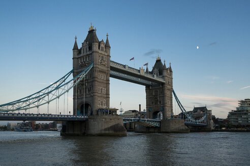 Great Britain, England, London, Tower Bridge at sunset - XCF00172