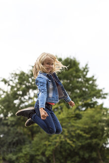 Portrait of blond girl jumping in the air - JFEF00913
