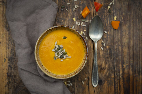 Pumpkin soup with pumpkin and sunflower seeds - LVF07505