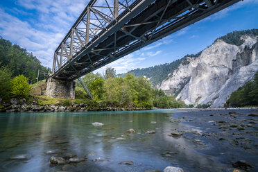 Switzerland, Grisons, Ruinaulta , Rhine canyon, railway bridge, Rhaetian Railway - STSF01770