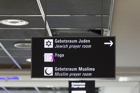 Germany, Sign to prayer rooms in Frankfurt - KLR00727