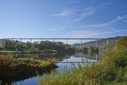 Germany, Rhineland-Palatinate, Bernkastel-Wittlich, Zeltingen-Rachtig, Uerzig, Moselle river, High Moselle Bridge - BSCF00580