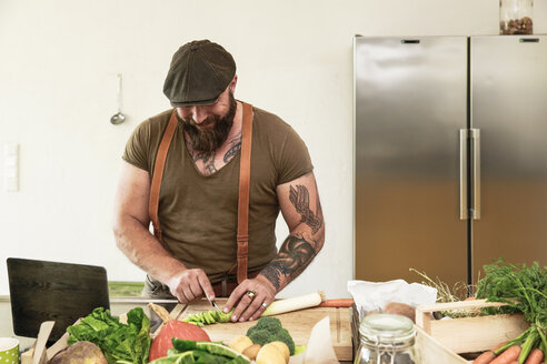 Mature man trying out vegetarian online-recipes - REAF00378