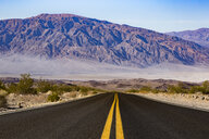 USA, California, Death Valley, empty road - FCF01526