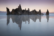 USA, California, Lee Vining, South Tufa Area, Mono Lake, rock formations in the evening - FCF01590
