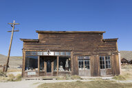 USA, California, Sierra Nevada, Bodie State Historic Park, former clothing shop - FCF01593