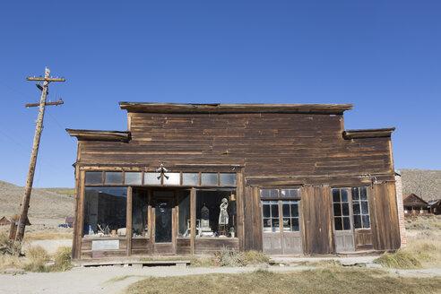 USA, California, Sierra Nevada, Bodie State Historic Park, former clothing shop - FCF01593